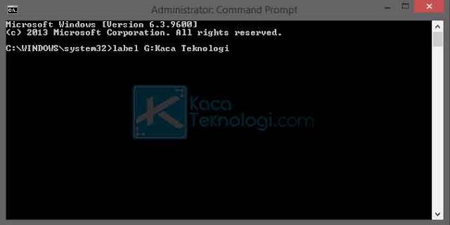 Selain menggunakan Graphical User Interface (GUI), Anda juga dapat mengganti nama flashdisk menggunakan CLI Command Prompt atau yang lebih sering kita kenal sebagai CMD. Pada cara keempat ini, Anda diharuskan mengetikkan syntax agar nama flahsdisk dapat berubah.