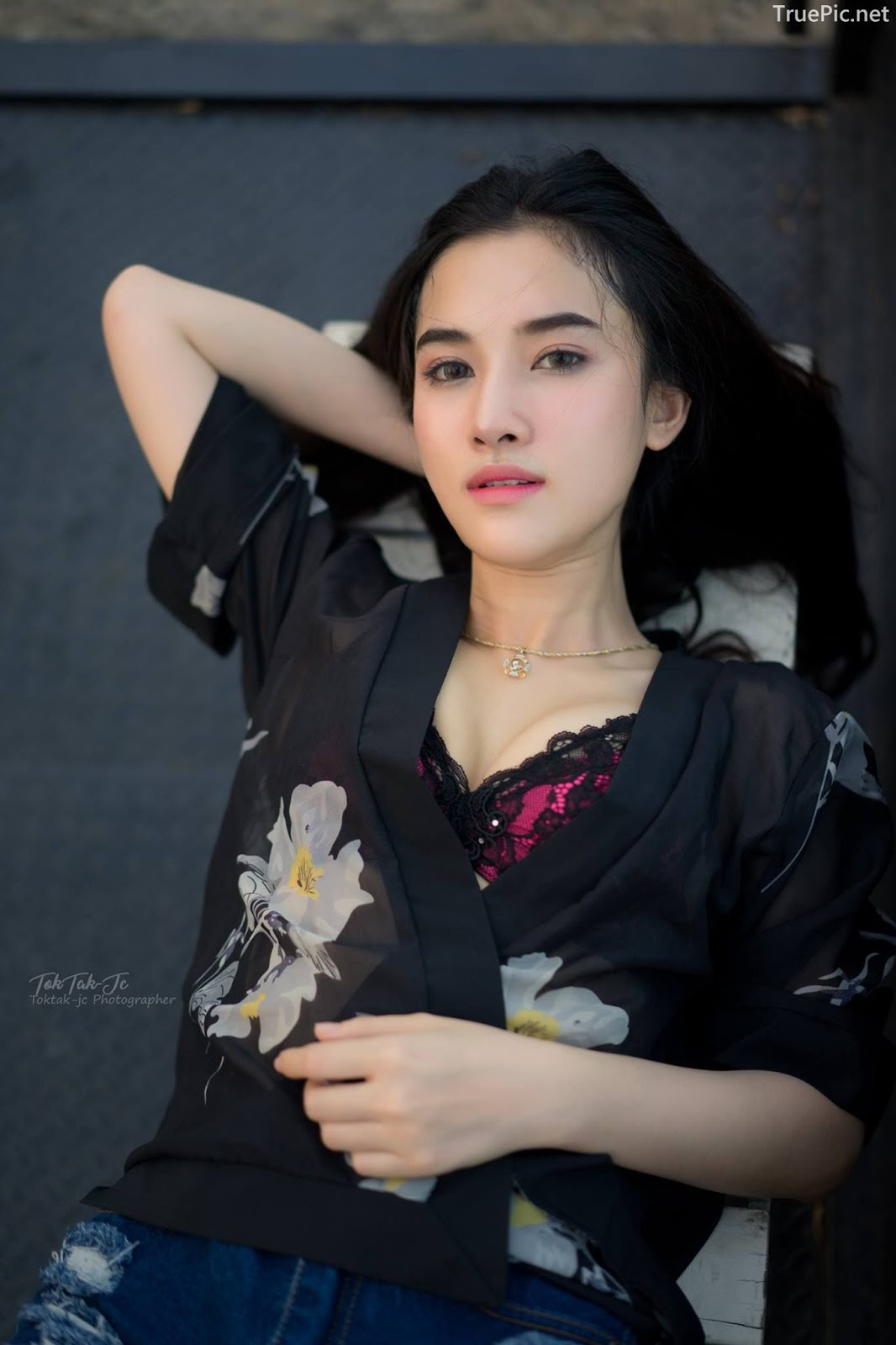 Thailand sexy angel Ploywarin Tippakorn - Black-pink bra and jean on sunset - Picture 7