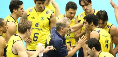A seleção brasileira masculina de vôlei foi derrotada pela Sérvia por 3  sets a 1 23b4d410f8f88