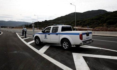 Στο ύψος των διοδίων Τερόβου συνελήφθη από αστυνομικούς του Γ΄ Τμήματος Τροχαίας Αυτοκινητοδρόμων Αντιρρίου – Ιωαννίνων, ημεδαπός, σε βάρος του οποίου σχηματίσθηκε δικογραφία για μεταφορά και διευκόλυνση εξόδου από τη χώρα παράτυπων μεταναστών.