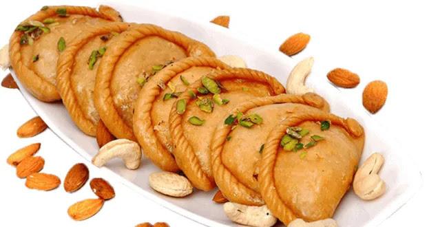 गुड़ की गुडीली गुझिया घर पर बनाने की आसान रेसिपी | Gujhiya recipe in hindi