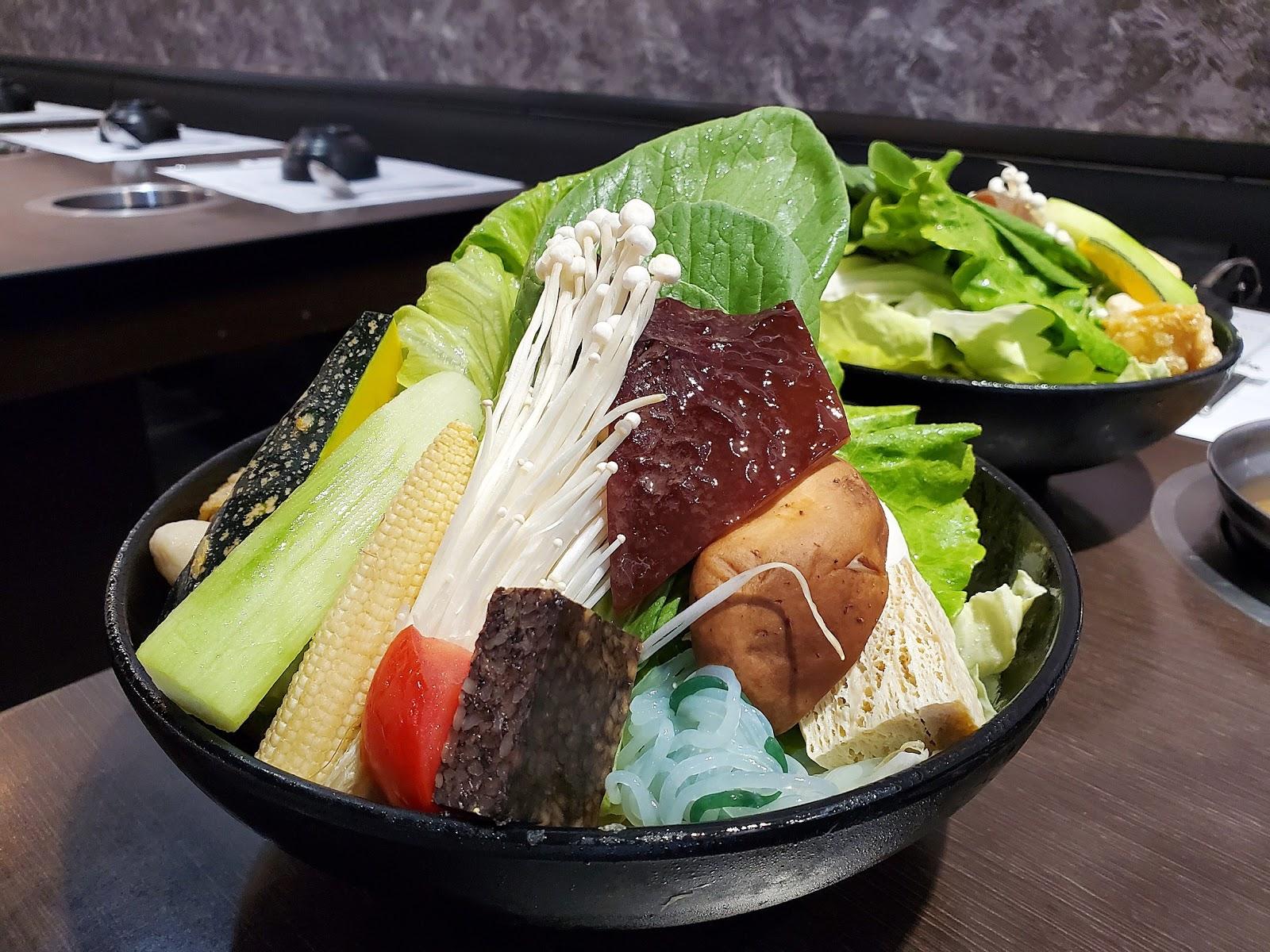 【捷運東湖站】東湖涮涮鍋 吃得到滿滿蔬菜,環境乾淨又舒適的美味火鍋 - 十八Team 八年級生 の吃喝玩樂日誌