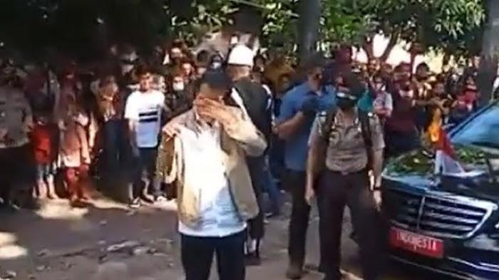 Bakal Lengser 2024, Pengamat: Ngapain Jokowi Pencitraan Bagi-bagi Jaket