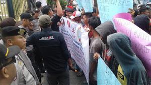 KEJATI & KP3B Dikepung Massa Pendemo Tuntut Tuntaskan Dugaan Korupsi di Dindikbud Banten