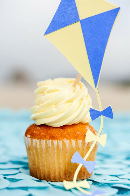 Kite cupcake toppers for a beach party. More inspiration at www.fizzyparty.com