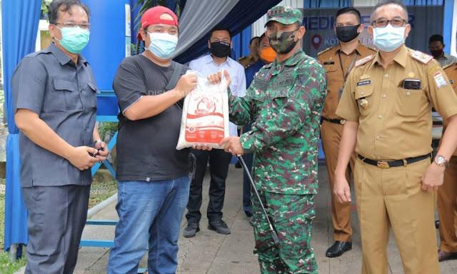 Jurnalis Pemkot Palembang Berikan Bantuan ke Posko Covid-19