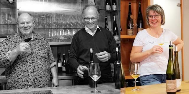 Hätten beim Genießermenü ebenso viel Spaß wie die Gäste: Künstler und Koch Bernhard Thomé und das Winzerpaar Georg und Magrit Forster.