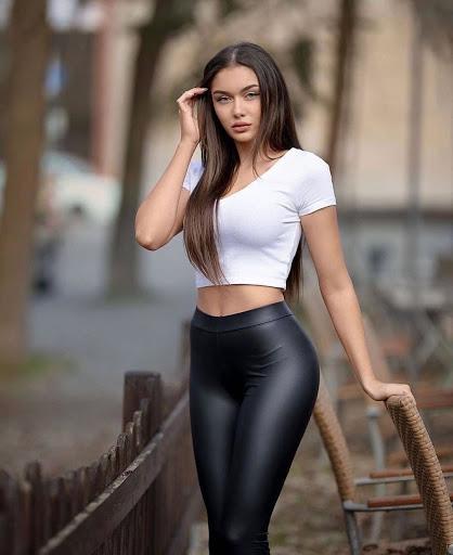 Aesthetic T Shirt Girl