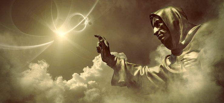 Imagen en el cielo de alguien con capucha