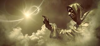 Imagen en el cielo de alguien que parece Dios. El dinamismo