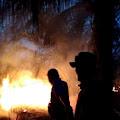 BPBD Inhil Berjibaku Padamkan Api Karlahut di Desa Sialang