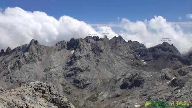 Vista hacia Peña Vieja desde la cima de la Párdida