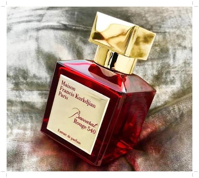 Parfum refill yang sedang untuk wanita