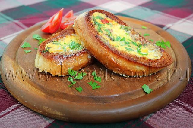 рецепт гренок с яйцом, колбасой и помидорами