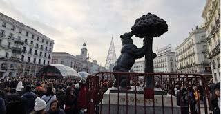 Puerta del Sol, Madrid. Estatua del Oso y el Madroño.
