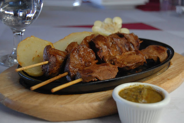 fotografía del anticucho peruano receta peruana