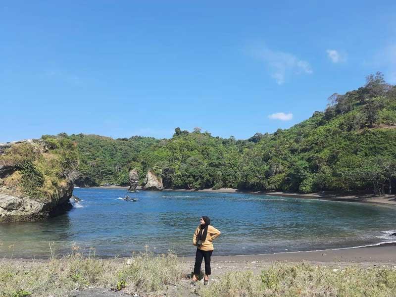 Fasilitas Wisata di Licin Beach Malang