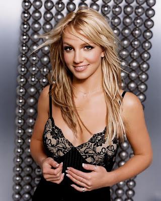 Britney Spears pamer rambut cantik dan manis