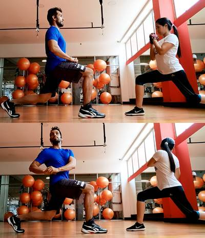 Ejercicio de rotación de tronco para estirar músculos de la zona core y las piernas