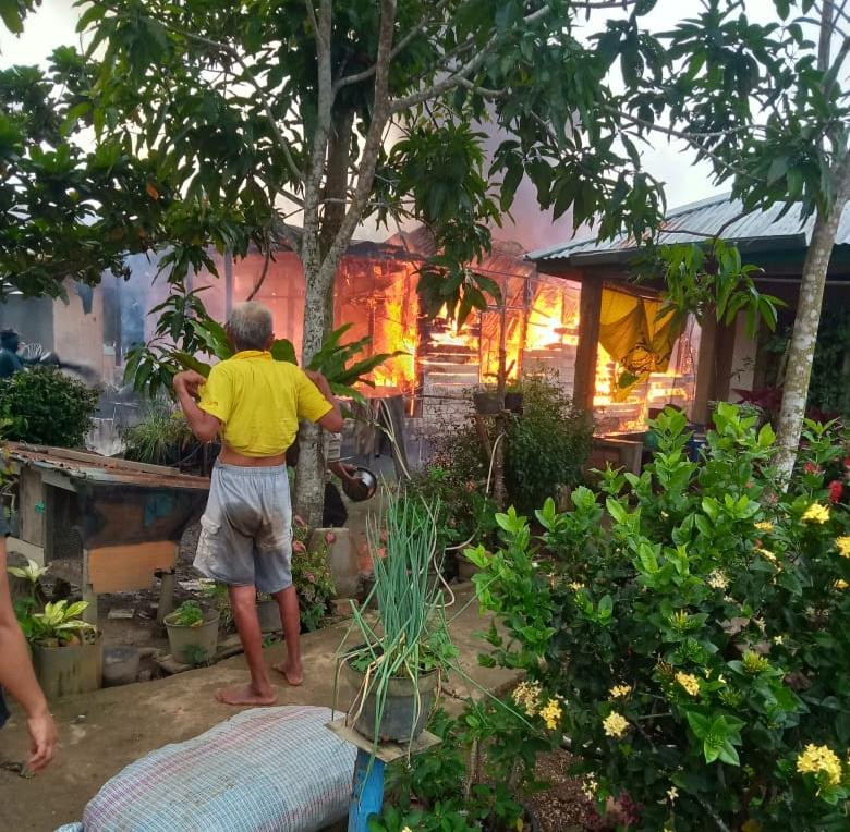 Si Jago Merah Mengamuk di Teluk Kijing, 1 Rumah Rata dengan Tanah