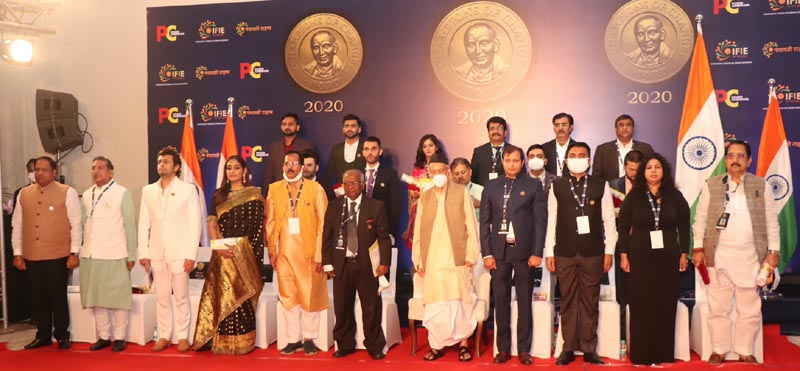 The awardees with Chief Guest and Jury for Champions of Change Award in a group photograph