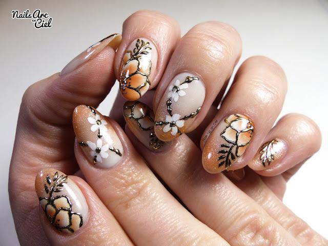 Nail art - Fleurs Asiatiques en one stroke et foil doré par Nails Arc en Ciel