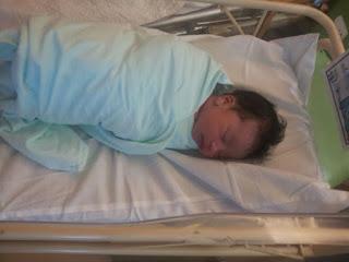 Baby Shafeeya ketika baru lepas bersalin di Hospital Serdang