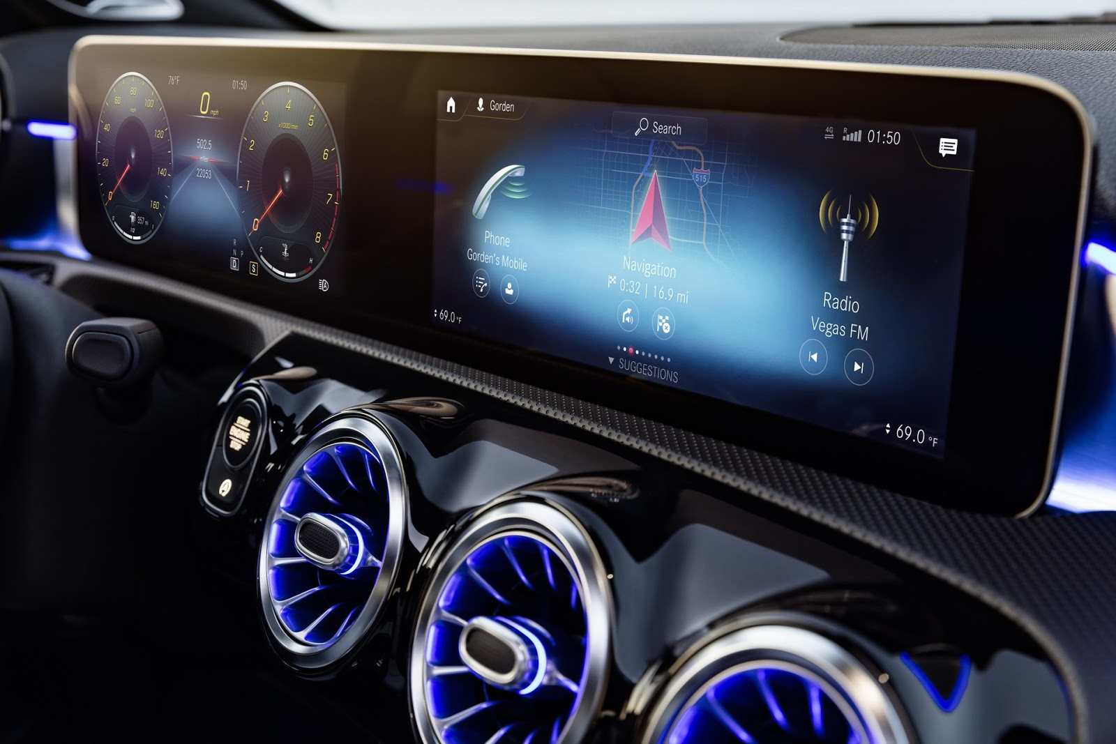 Мультимедиа и приборная панель Mercedes A-Class
