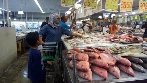 rutin setiap hari minggu : restok barang basah dan segar di segifresh market