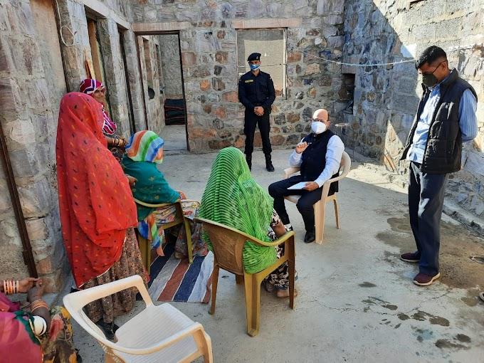 Barmer News in Hindi - जिला कलक्टर विश्राम मीणा विधवा पेंशन व पालनहार योजना के लाभार्थियों के पहुँचे घर,जाना दुख दर्द और लिया वस्तुस्थिति का जायज़ा