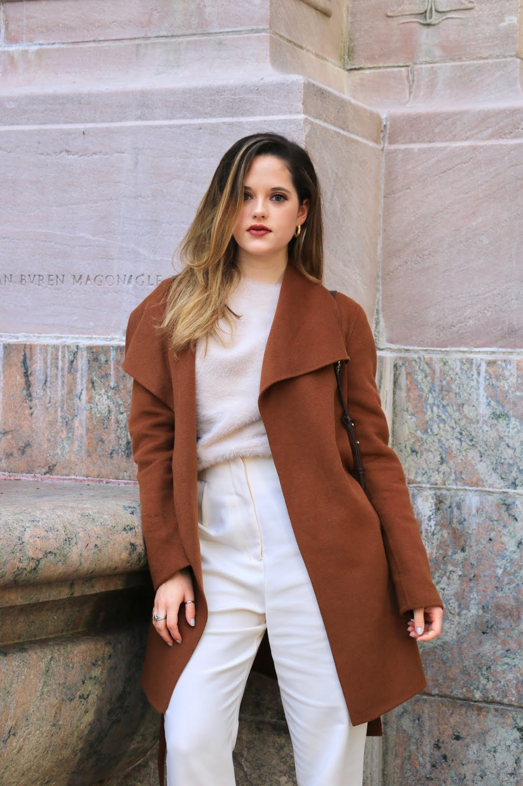 Nyc fashion influencer Kathleen Harper's easy fall outfit idea.