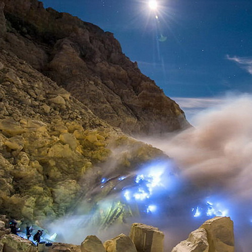 Tinuku Travel Mount Ijen, watching amazing blue fire in acid lake and spill millions cubic sulfur into crater