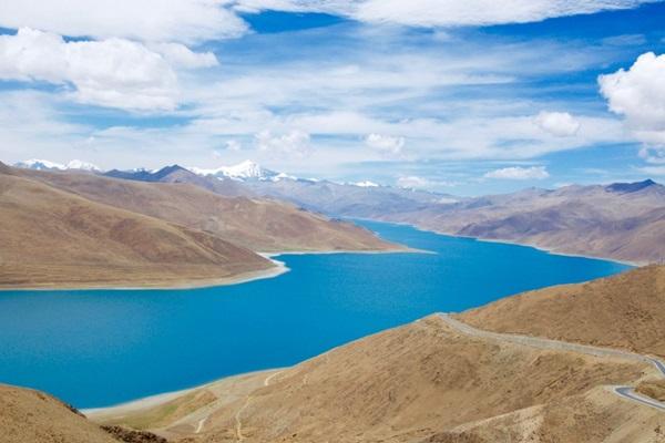 ทะเลสาบยัมดรก (Yamdrok Lake) @ www.tibetpedia.com