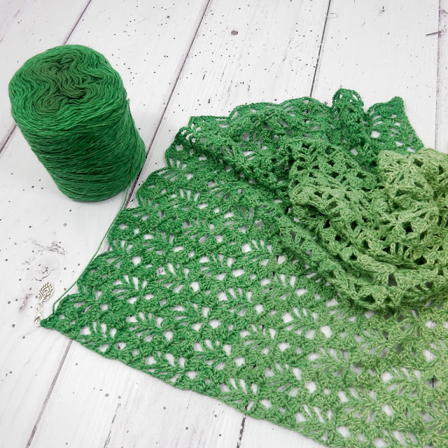free crochet shawl pattern the curio craftsroom scheepjes whirl whirlette yarn scarf wrap