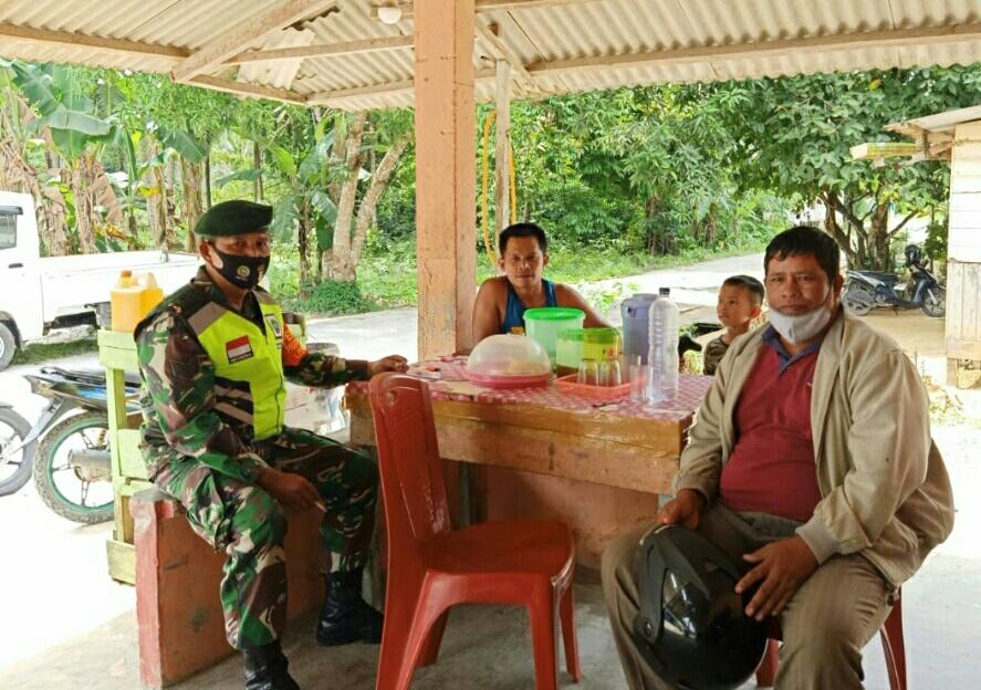 Lakukan Komsos, Babinsa Desa Ceruk  Ajak Warga Menjaga situasi Keamanan Pasca Pilkada