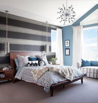 Schlafzimmer-mit-gestreiften-Wänden-In-Rauchgrau-und-schwarz-Farben-hat-komplizierte-körnige-Details-die-einen-modernen-und-künstlerischen-Ansatz-bieten