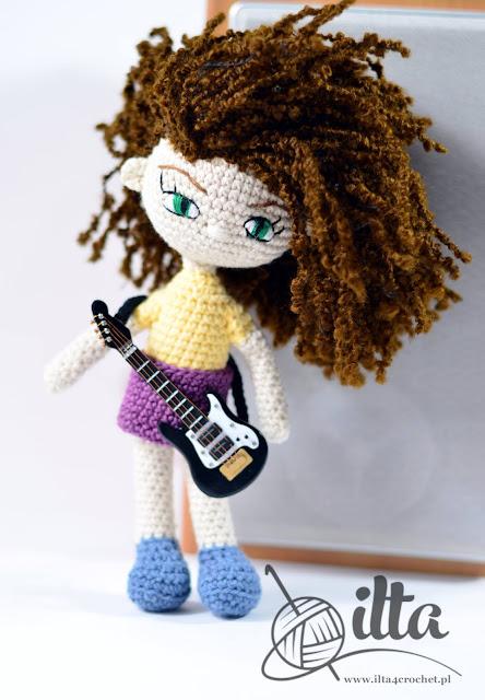 lalka szydełko gitarzysta rock