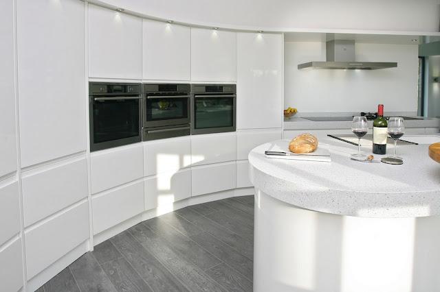 cocina-blanca-efecto-curvado-brookvalekitchens4