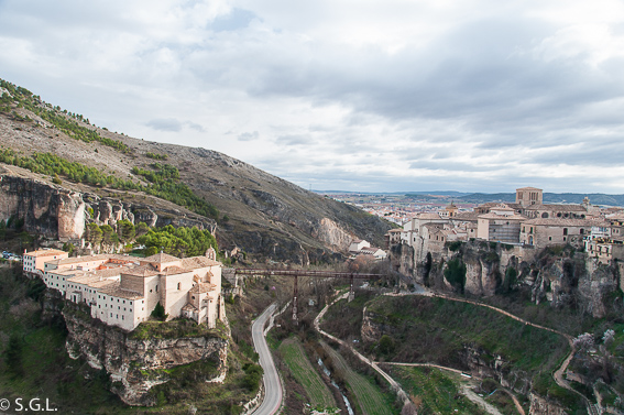 El Parador de Cuenca y la ciudad al fondo