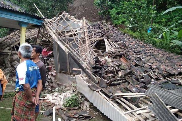 Tiga Rumah Ambruk Tertimpa Longsor di Kabupaten Malang