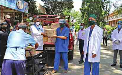 Sri Sathya Sai Seva Organisation (SSSSO), Guwahati Samithi distributed more than 100 food packets among doctors. nurses and other workers