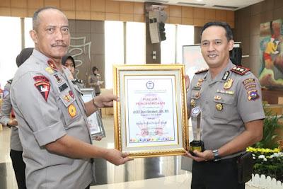 Kapolres Payakumbuh Raih Penghargaan dari Komnas Perlindungan Anak Indonesia dan Polisi Teladan