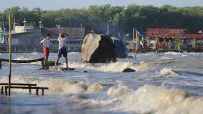 BMKG: Waspadai Gelombang Tinggi di Kepulauan Mentawai