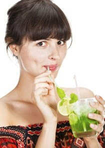 Nên uống nước thế nào để giảm béo?
