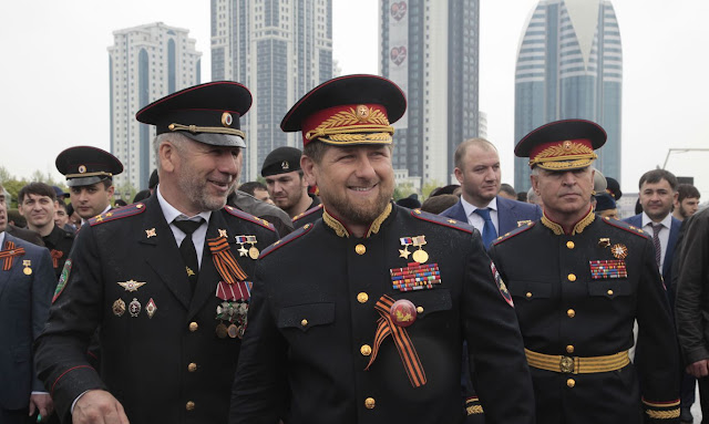Путин присвоил Кадырову звание генерал-майора  Подробнее на РБК: https://www.rbc.ru/society/23/07/2020/5f199a1d9a794770efc9671c
