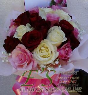 bunga tangan murah mawar putih plus baby breath