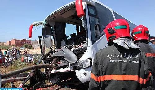 مصرع شخصين وإصابة 30 آخرين في حادث انقلاب حافلة لنقل المسافرين