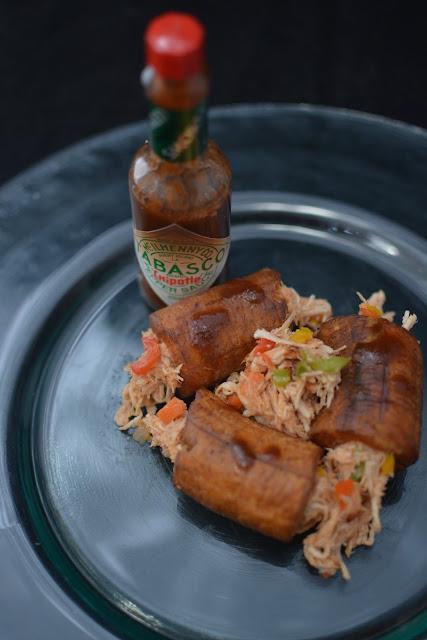 Platano macho relleno con pollo y salsa Tabasco Chipotle 04