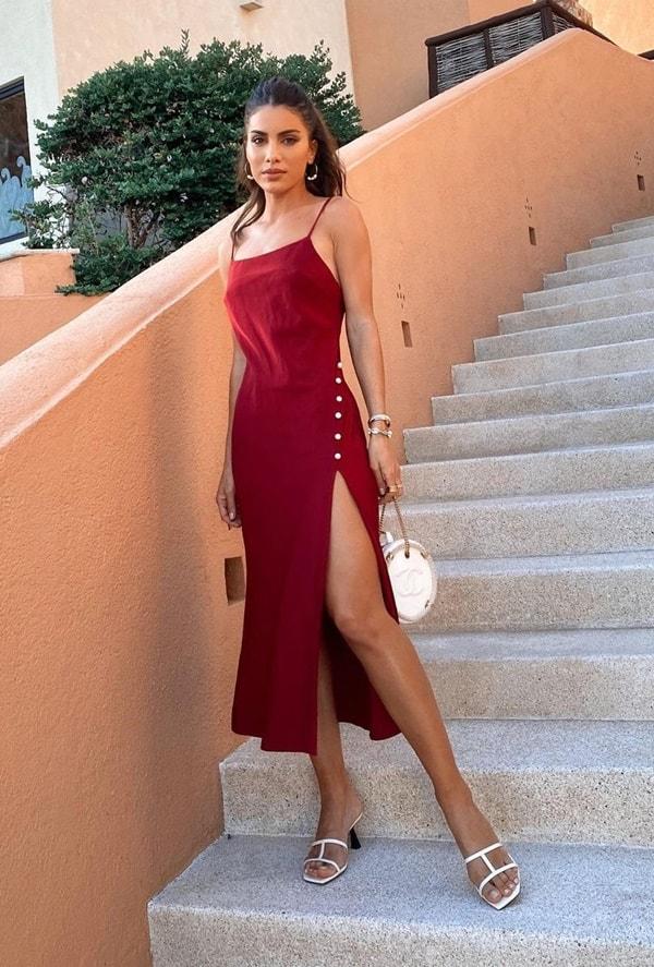 Camila Coelho vestido midi justo com fenda