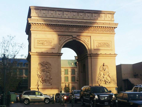 Arc de Triomphe replica in Vegas
